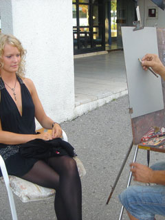 Street painter draws our hot model